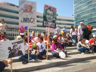 Een sit-in voor het Bosnische parlement, juli 2013