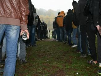 In de rij voor een stuk brood, asielzoekerscentrum Bodovađa, november 2013