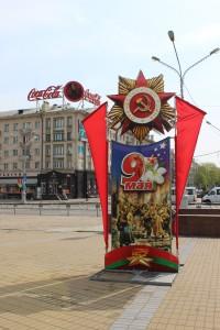 De een kiest voor mee, de ander heeft liever minder politieke symboliek op 9 mei. Links Minsk, rechts Kiev (foto's Christie Miedema)