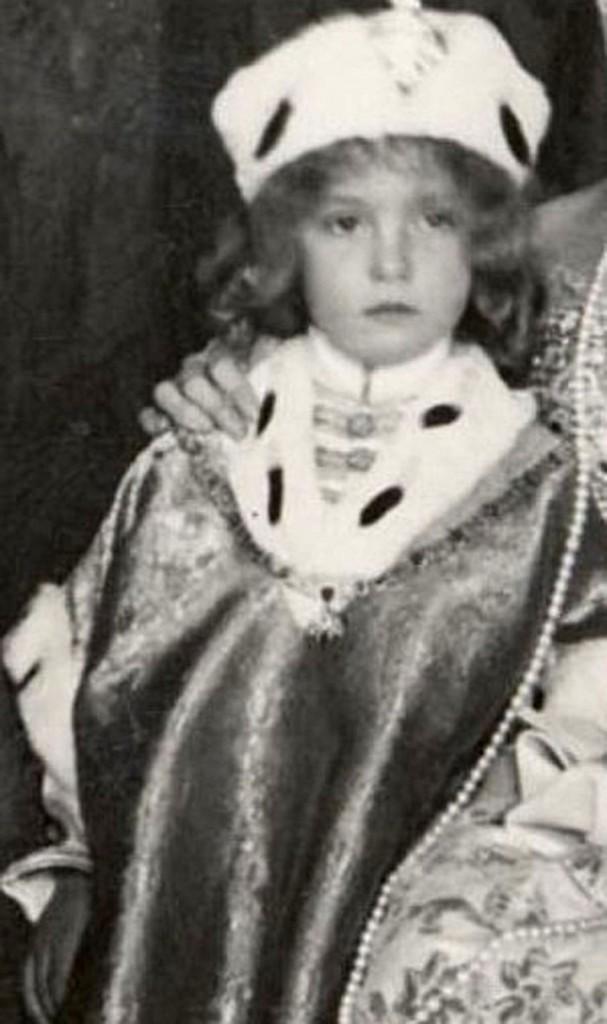 4 Otto_von_Habsburg_coronation_1916