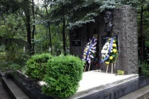 Asparoekhov en Kotkov zijn naast elkaar op het Centrale kerkhof van Sofia begraven