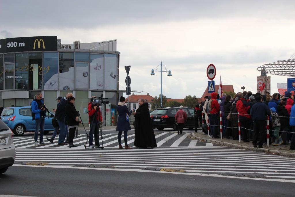 Polen bidden in Slubice op de grens met Duitsland, 7 oktober 2017. Foto: C. Miedema
